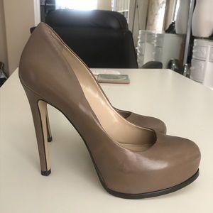 Pour La Victoire tan grey heels in size 6.5
